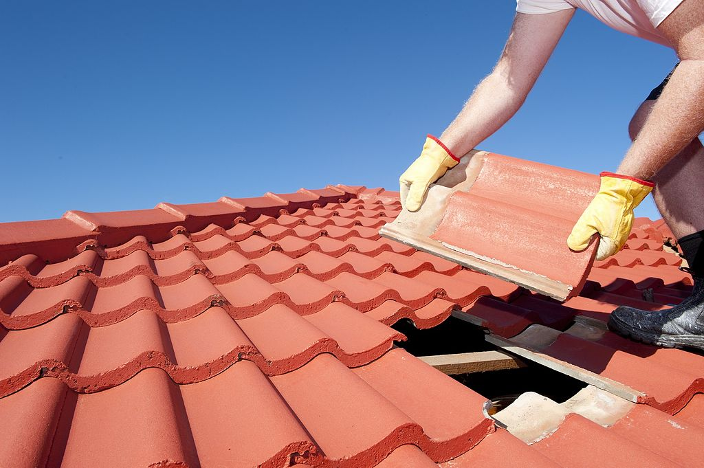 Repairing a roof tile
